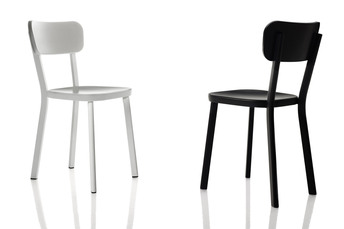 black_and_white_chairs